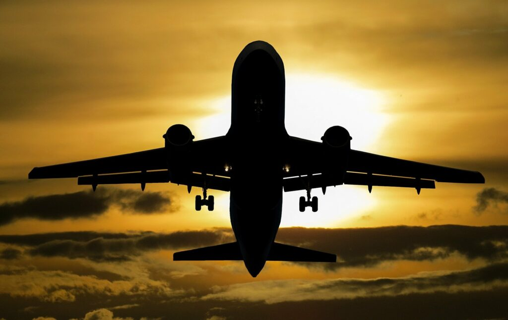 airline taking off - the U.S. airline industry is starting to recover